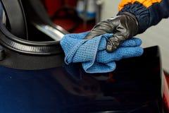 Detaljerad biltvätt Arkivbilder