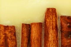 Detaljerad closeup av kanel i stearin Arkivbild