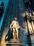 Detaljerad Duomo för marmorstaty av Milan Royaltyfria Bilder