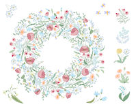 Detaljerad konturkrans med örter, sidor och lösa vårblommor som isoleras på vit rund ram Royaltyfria Bilder