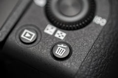 Detaljerat foto av den svarta kamerakroppen med knappar Arkivfoto