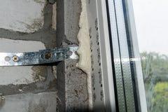 Detaljfoto av det moderna fönstret som göras av PVC-profiler arkivfoton