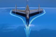 Detaljsikt av Hood Bird Ornament på Chevrolet BelAir arkivbild