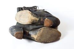 Detaljsikten av sular av skor för tappningkvinna` s, torkduk, och läder, snör åt högt, på vit Royaltyfri Bild