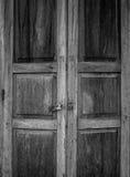 Detaljtextur av den gamla trädörren för tappning i Chiang Khan, Loei, Royaltyfria Bilder