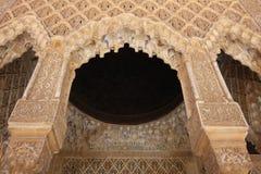 Detalle árabe del arco de la estalactita Fotografía de archivo