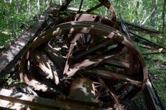 Detalle abandonado de la torre de perforación de aceite Fotografía de archivo