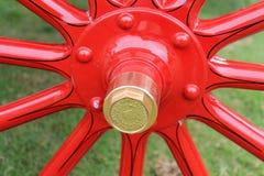 Detalle antiguo del eje de rueda del modelo de Cadillac Imagen de archivo libre de regalías
