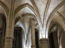 Detalle, arcos de piedra en Conciergerie, París, Francia Fotografía de archivo libre de regalías