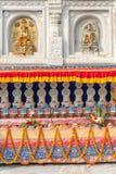 Detalle arquitectónico con las estatuas de Buda fotografía de archivo