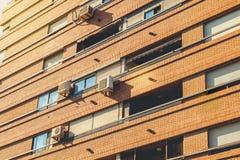 Detalle arquitectónico de edificios residenciales típicos en bri rojo Foto de archivo
