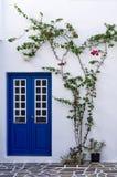 Detalle arquitectónico de una casa en la isla de Paros, Cícladas, Grecia Imagenes de archivo