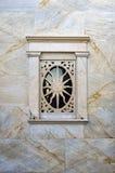 Detalle arquitectónico de una iglesia católica en Ermoupolis, isla de Syros, Cícladas, Grecia Imagen de archivo libre de regalías
