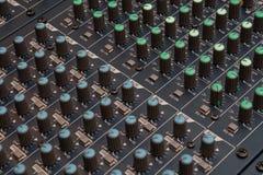 Detalle audio del mezclador fotografía de archivo libre de regalías