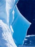 Detalle azul del iceberg Fotografía de archivo