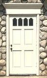 Detalle blanco de la puerta en un edificio de piedra Imagen de archivo