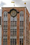 Detalle con el reloj en un edificio viejo colocado en el cuadrado del Burg, Bru Fotografía de archivo libre de regalías