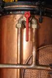 Detalle de cobre del tanque del vintage imagenes de archivo