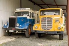 Detalle de dos camiones ingleses restaurados viejos Imagenes de archivo