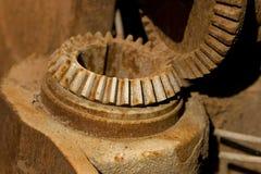 Detalle de engranajes oxidados viejos Foto de archivo libre de regalías