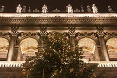 Detalle de la ópera de Budapest en el christmastime Imagen de archivo libre de regalías