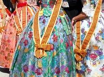 Detalle de la alineada de los fallas del traje de Falleras de Valencia Foto de archivo