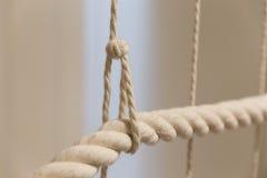 Detalle de la arquitectura de una barandilla de la cuerda Fotos de archivo libres de regalías