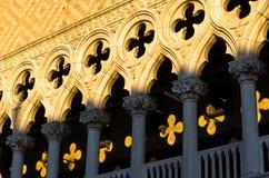 Detalle de la arquitectura del palacio de los duxes en la plaza San Marco en Venecia Imagen de archivo libre de regalías