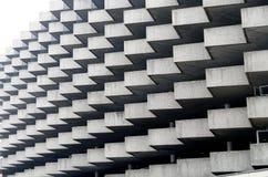 Detalle de la arquitectura del zigzag del edificio del estacionamiento en Lugano, Suiza Imagen de archivo
