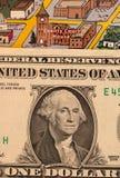 Detalle de la asta de bandera del mapa del viaje, Arizona, los E.E.U.U. con un billete de dólar apenas debajo del couthouse, de l Fotos de archivo libres de regalías