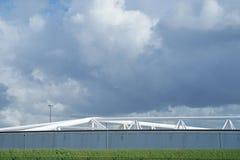 Detalle de la barrera de Maeslant contra un cielo nublado Imagen de archivo libre de regalías