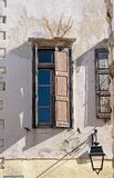Detalle de la calle de la ciudad vieja de Rethymno, isla de Creta, Grecia imagen de archivo libre de regalías