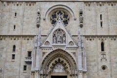 Detalle de la catedral gótica de Zagreb, Croacia foto de archivo