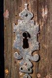 Detalle de la cerradura de puerta en puerta de madera vieja Imagen de archivo libre de regalías