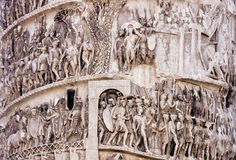 Detalle de la columna de Marcus Aurelius (Roma - Italia) foto de archivo