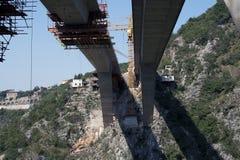 Detalle de la construcción de puente foto de archivo