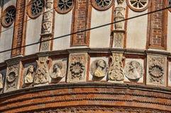 Detalle de la decoración y de esculturas fuera de la iglesia del delle Grazie de Santa Maria en Milán Foto de archivo libre de regalías
