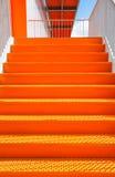 Detalle de la escalera de acero anaranjada Imagenes de archivo