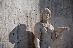 Escultura antigua de la mujer Imágenes de archivo libres de regalías