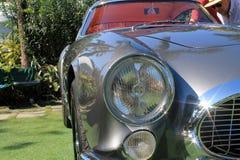 detalle de la esquina delantero del tdf de Ferrari 250 de los años 50 imagenes de archivo