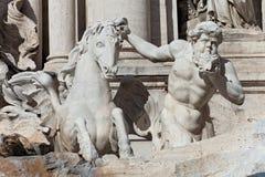 Detalle de la estatua de la fuente del Trevi imágenes de archivo libres de regalías