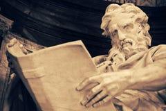 Detalle de la estatua de Matthew del santo imágenes de archivo libres de regalías