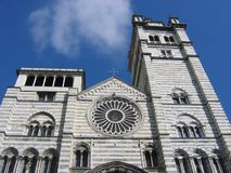 Detalle de la extremidad de la fachada de la catedral de Génova en Italia Foto de archivo libre de regalías