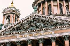 Detalle de la fachada de la catedral del ` s de Isaac del santo en St Petersburg Fotografía de archivo