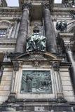 Detalle de la fachada de la catedral en Berlín foto de archivo