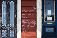 Detalle de la fachada de una casa vieja en la vecindad de Marigny en la ciudad de New Orleans, Luisiana Imágenes de archivo libres de regalías