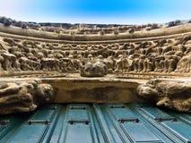 Detalle de la fachada del Romanesque del chuch de Portomarin Foto de archivo