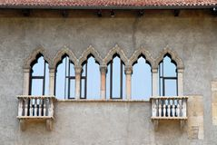 Detalle de la fachada hermosa del castillo Fotos de archivo libres de regalías