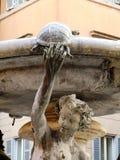 Detalle de la fuente con la tortuga y el muchacho en Roma Fotografía de archivo