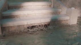 Detalle de la fuente de mármol de trabajo, el fluir del agua metrajes